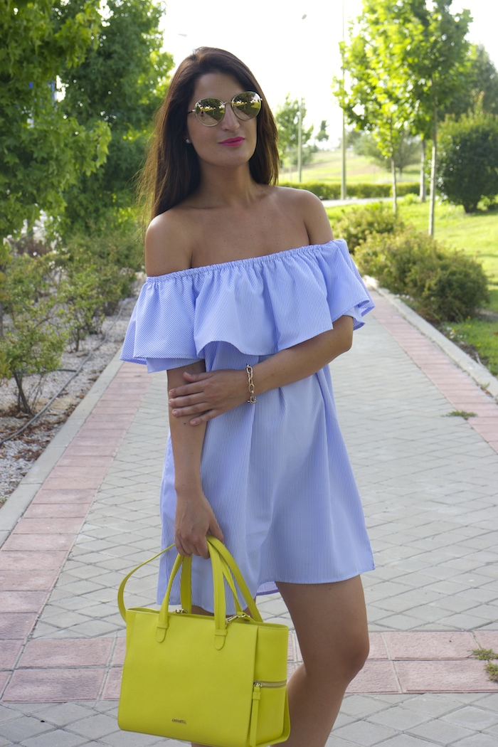 loavies dress acosta bag chanel sunnies amaras la moda paula fraile.3