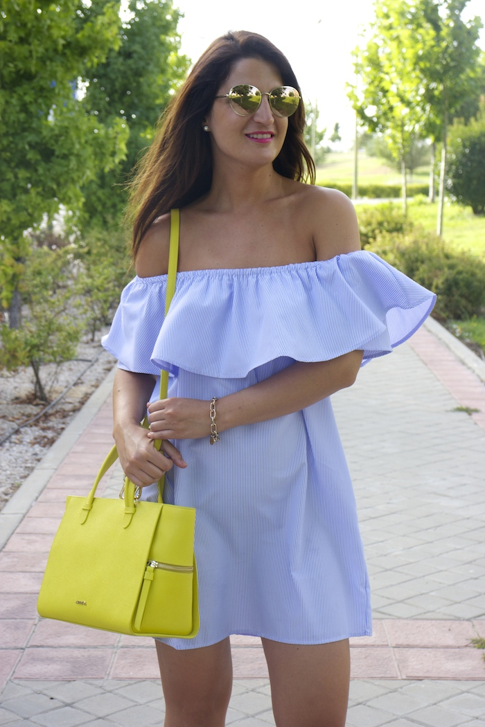 loavies dress acosta bag chanel sunnies amaras la moda paula fraile