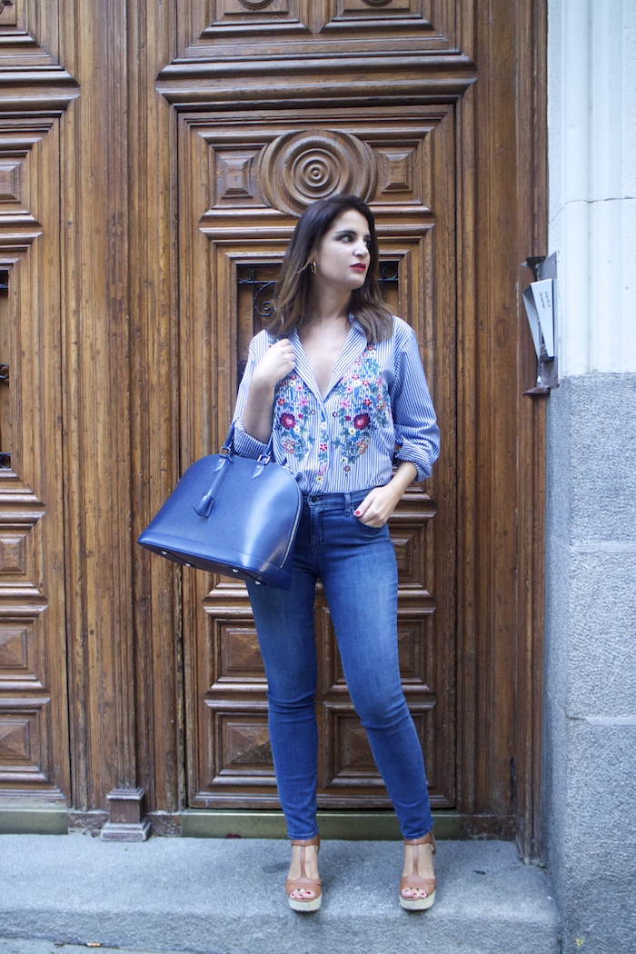 louis-vuitton-bag-alma-jbrand-jeans-zara-shirt-flores-bordadas-amaras-la-moda-paula-fraile-8