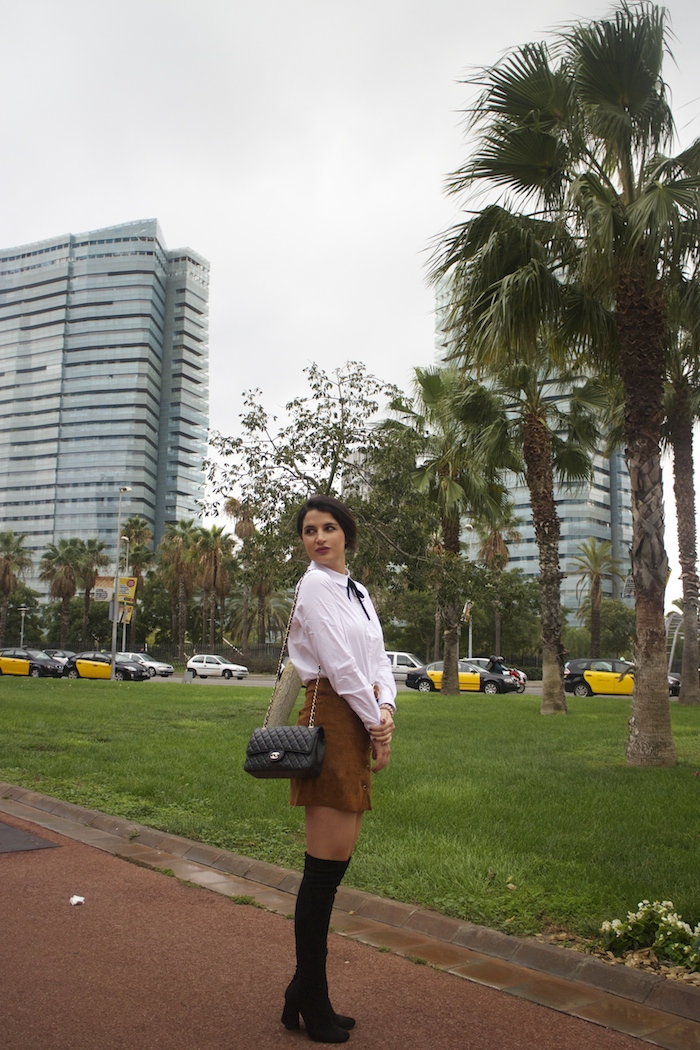 barcelona-embajadora-pulseras-the-rubz-over-the-knee-boots-camisa-la-redoute-amaras-la-moda-paula-fraile2