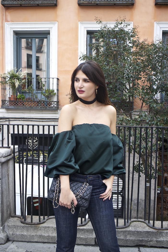 top raso verde palabra de honor zara jeans amaras la moda paula fraile.4