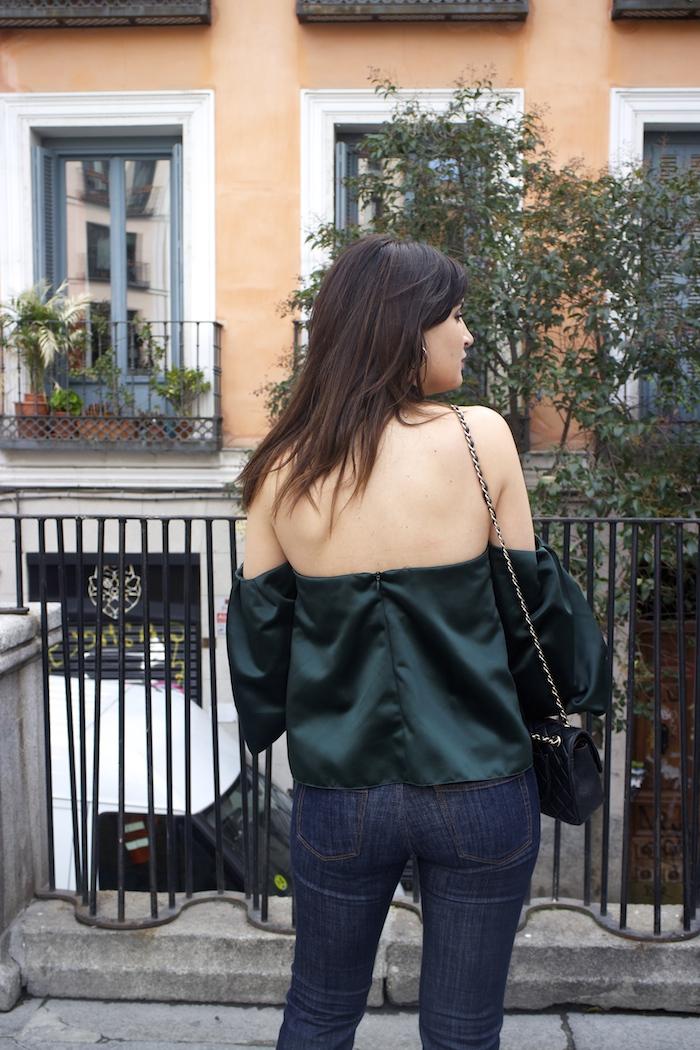 top raso verde palabra de honor zara jeans amaras la moda paula fraile.5