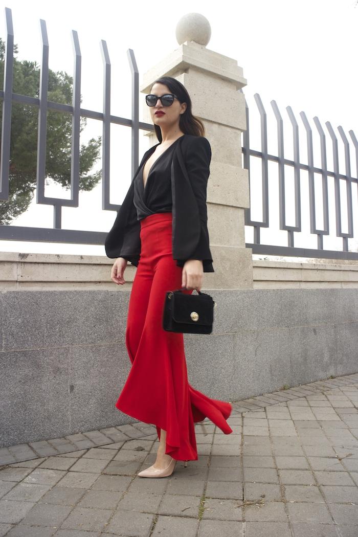 pantalón volantes rojo zara camisa volantes chaqueta volantes Zara stilettos uterque gafas chanel optica roma amaras la moda paula fraile velasco.10