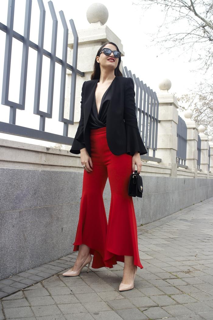 pantalón volantes rojo zara camisa volantes chaqueta volantes Zara stilettos uterque gafas chanel optica roma amaras la moda paula fraile velasco.9