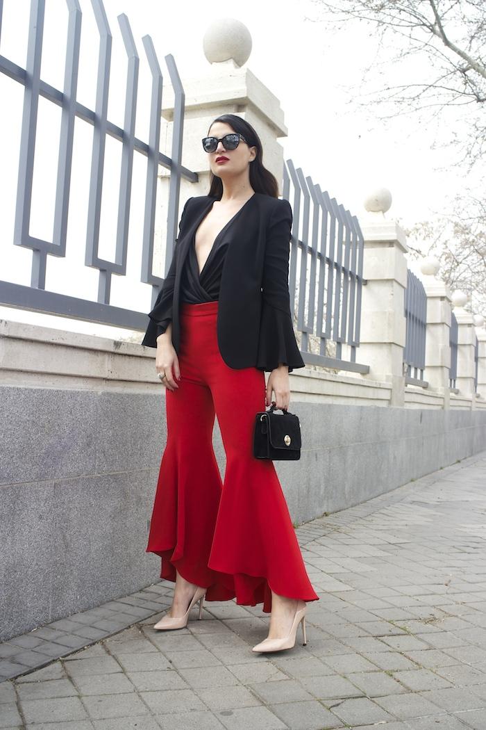 pantalón volantes rojo zara camisa volantes chaqueta volantes Zara stilettos uterque gafas chanel optica roma amaras la moda paula fraile velasco