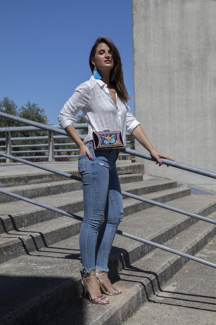 bolso danielle nicole jeans amaras la moda paula fraile camisa blanca10