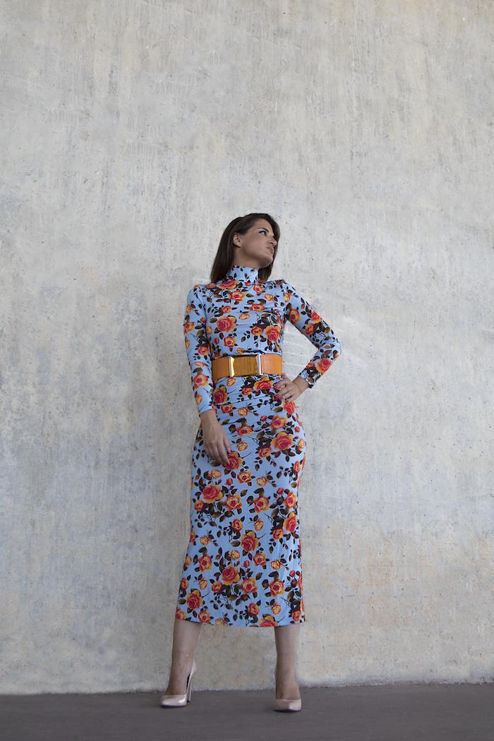 vestido midi flores Zara cinturón naranja paula fraile amaras la moda4