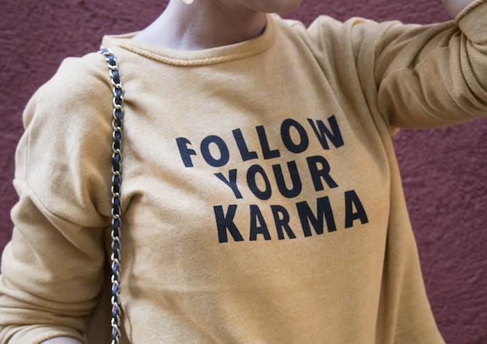 follow your karma sudadera zara falda denim tweed pendientes tiahra madrid paula fraile amaras la moda12