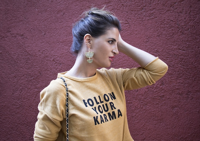 follow your karma sudadera zara falda denim tweed pendientes tiahra madrid paula fraile amaras la moda13