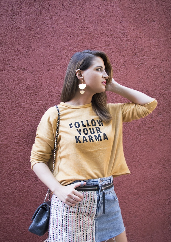 follow your karma sudadera zara falda denim tweed pendientes tiahra madrid paula fraile amaras la moda2