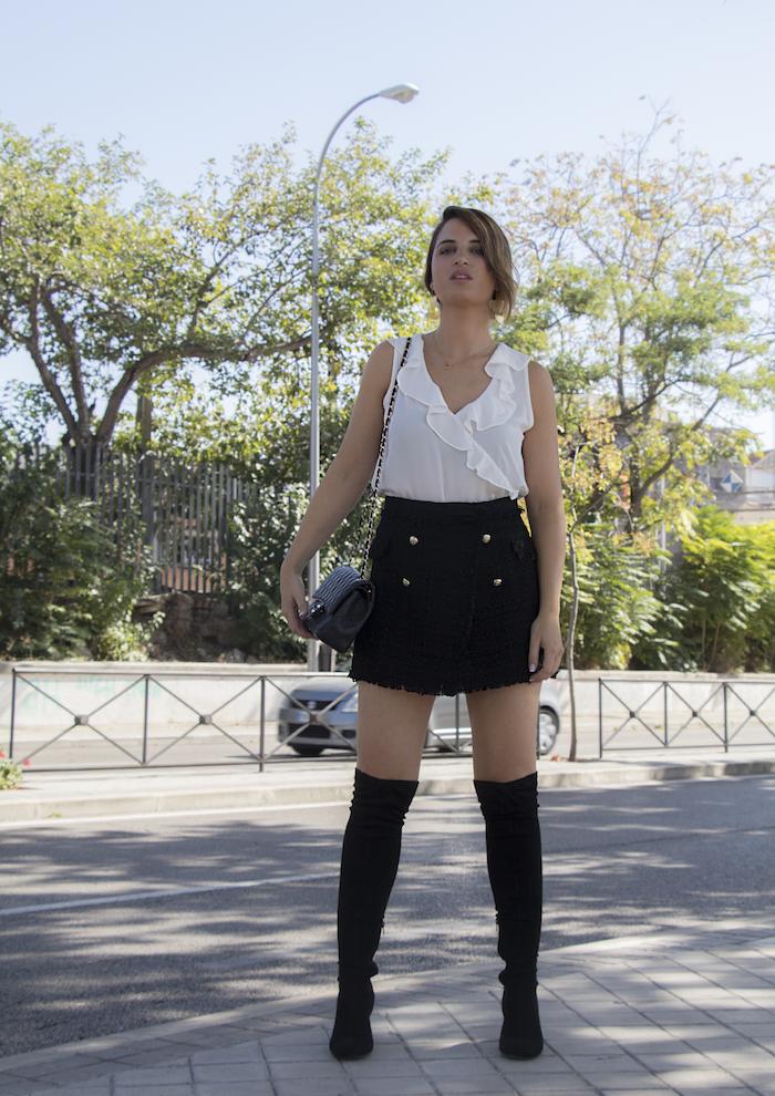 falda tweed blusa Zata pendientes tiahra madrid bolso chanel amaras la moda paula fraile
