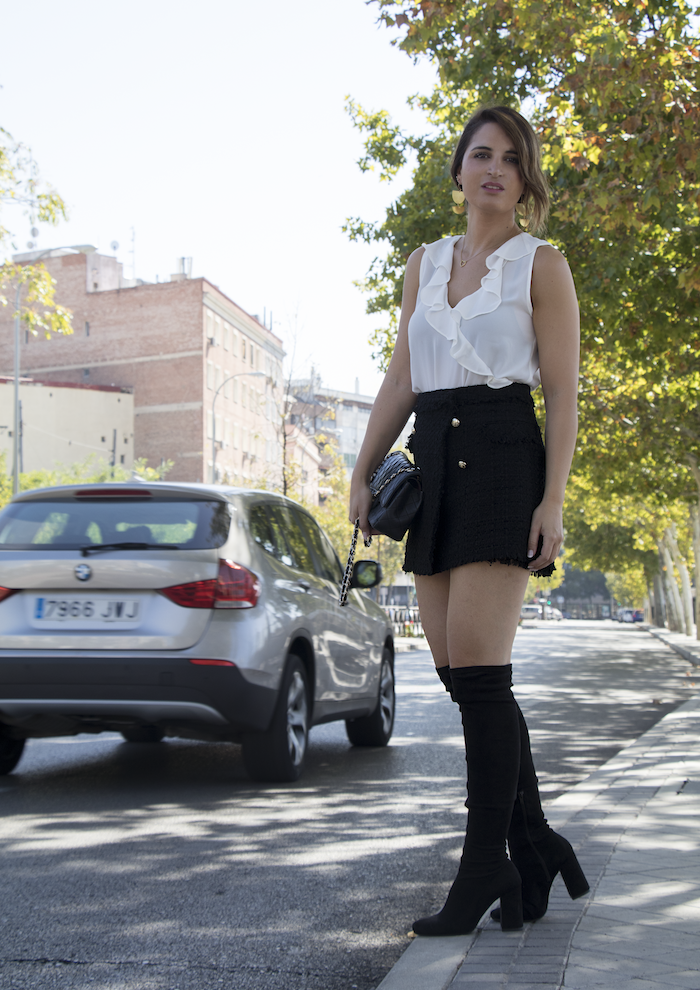 falda tweed blusa Zata pendientes tiahra madrid bolso chanel amaras la moda paula fraile2
