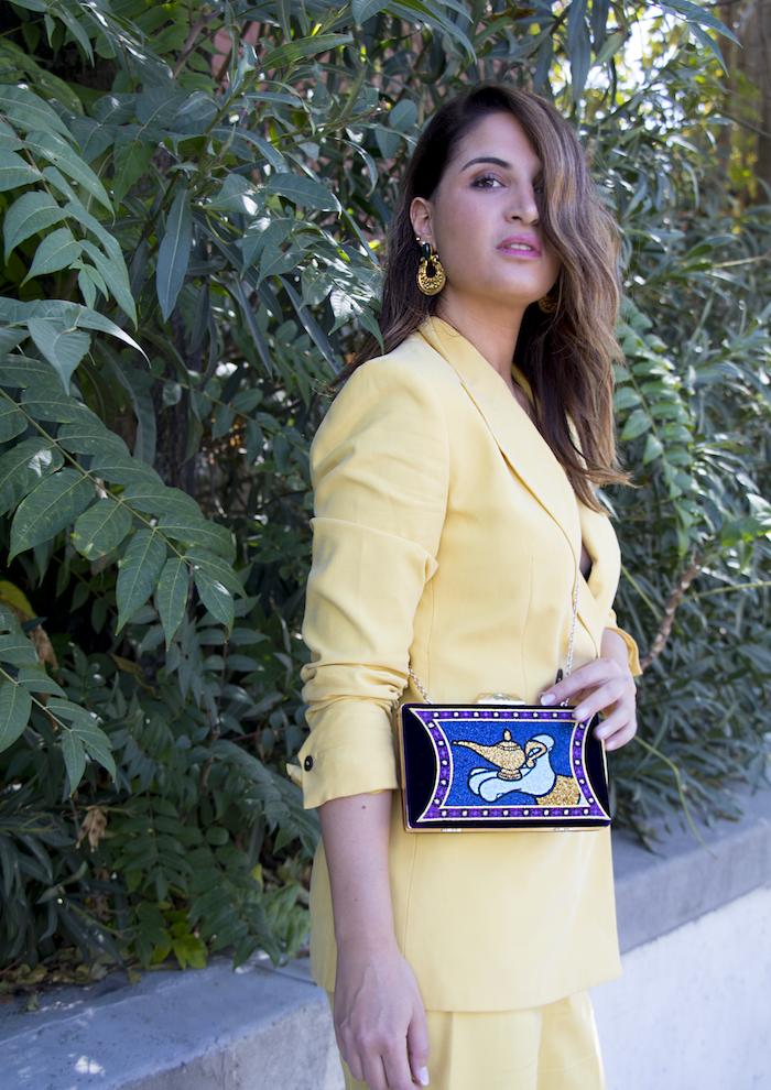 traje amarillo bolso danielle nicole amaras la moda paula fraile3