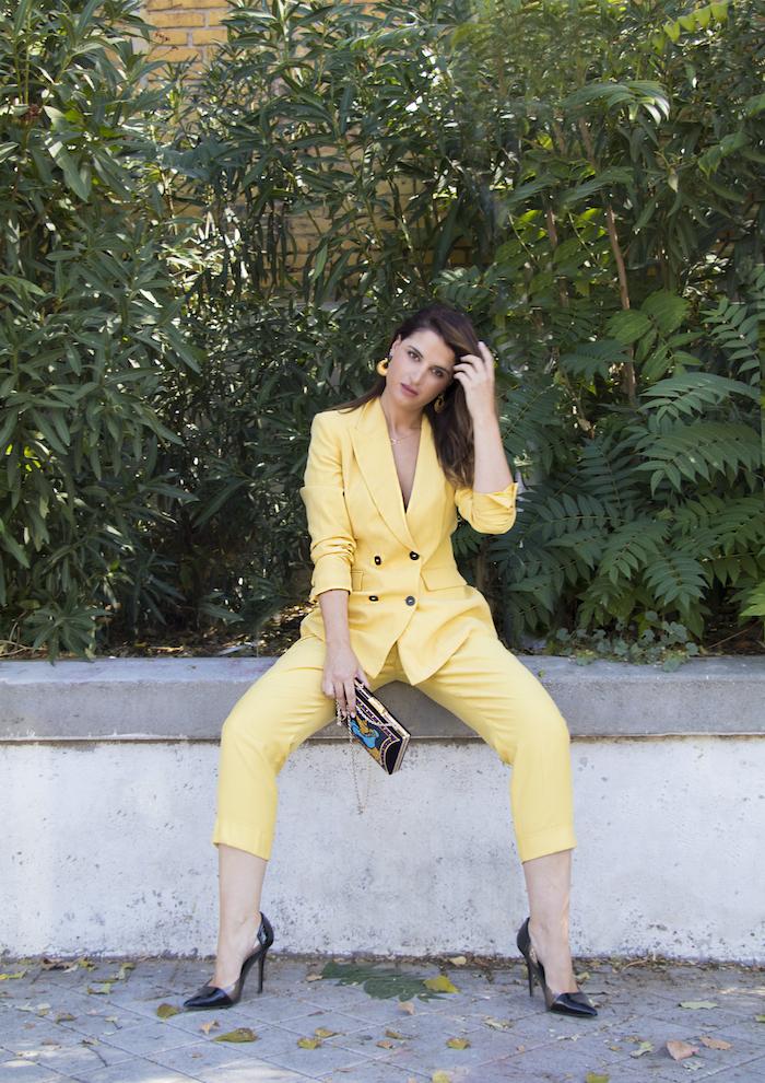 traje amarillo bolso danielle nicole amaras la moda paula fraile8