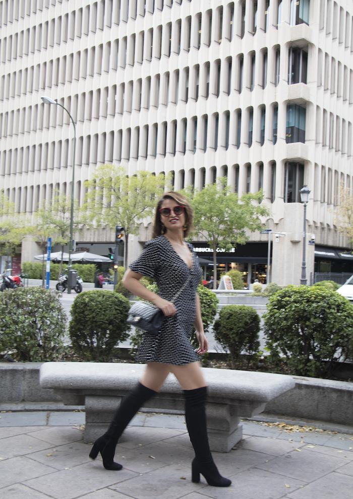 vestido zara lunares gafas la optica online bolso chanel amaras la moda paula fraile.5